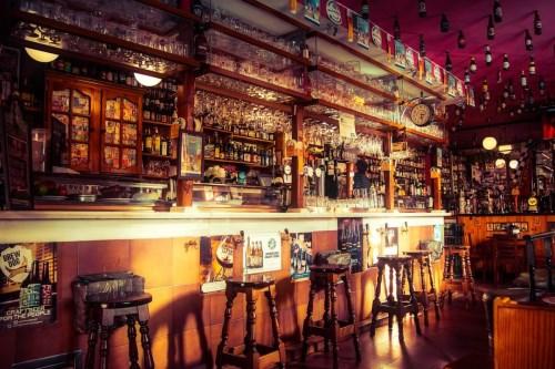 Un bar : l'endroit idéal pour une soirée festive