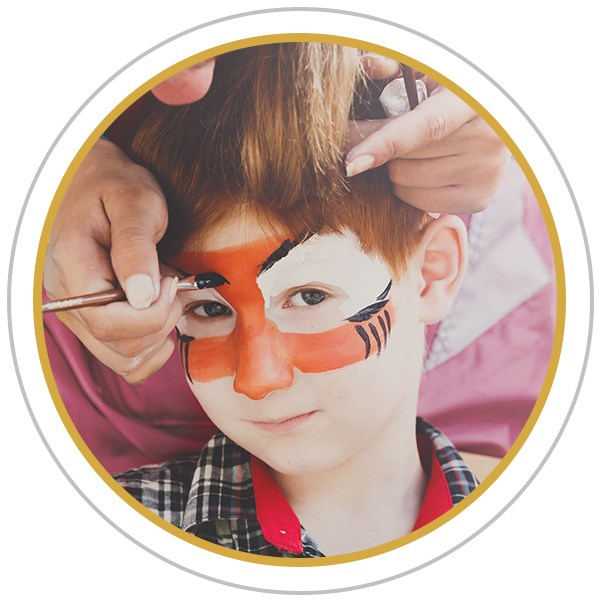 Organiser un atelier maquillage pour un anniversaire d'enfant.