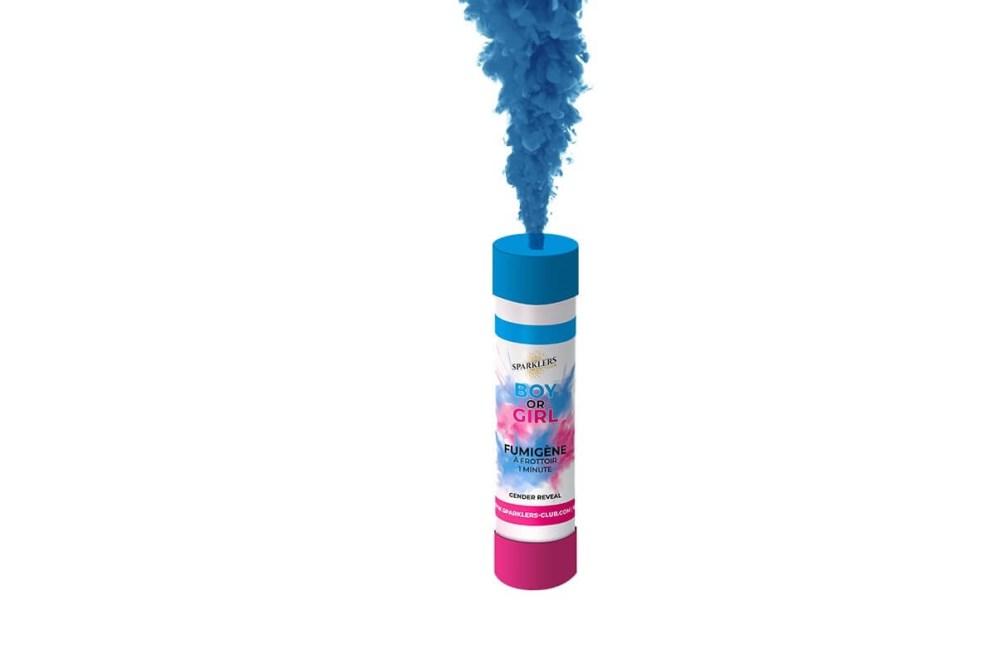 Un fumigène bleu pour une annonce de grossesse.