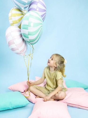 Comment faire tenir un ballon hélium ?