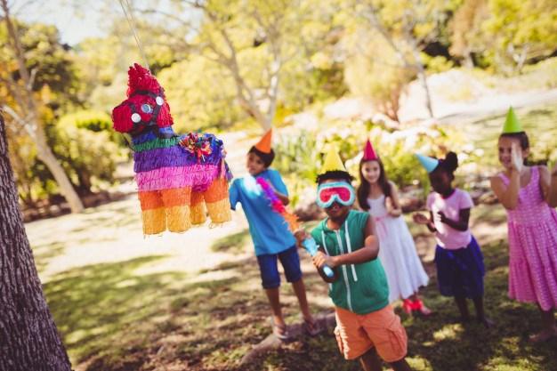 Comment accrocher une pinata pour l'anniversaire d'un enfant ?
