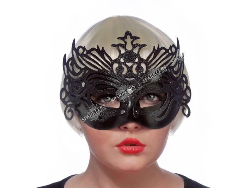 Masque vénitien avec ornement noir