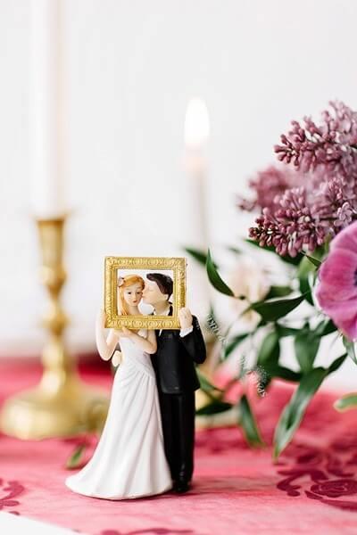 Figurine mariage couple avec cadre or