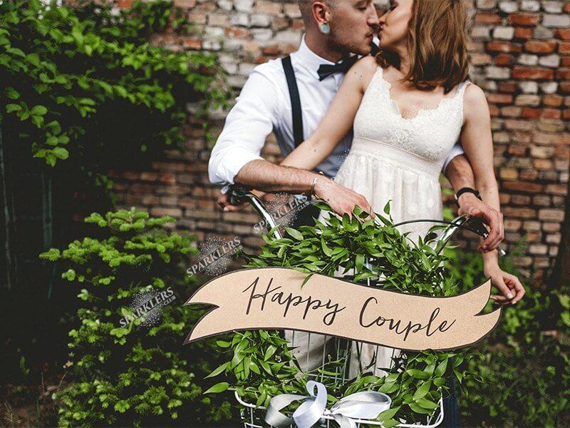 Panneaux avec une inscription Happy Couple / Wedding