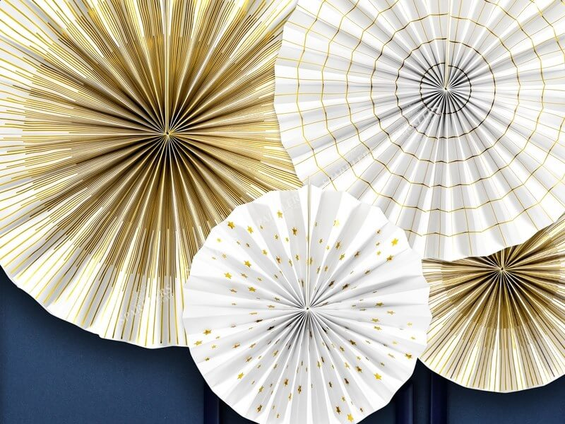 Rosaces décoratives blanches avec motifs dorés  (4 pièces)