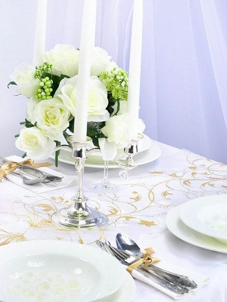 Chemin de table crème avec motifs arabesque or Long. 9mètres
