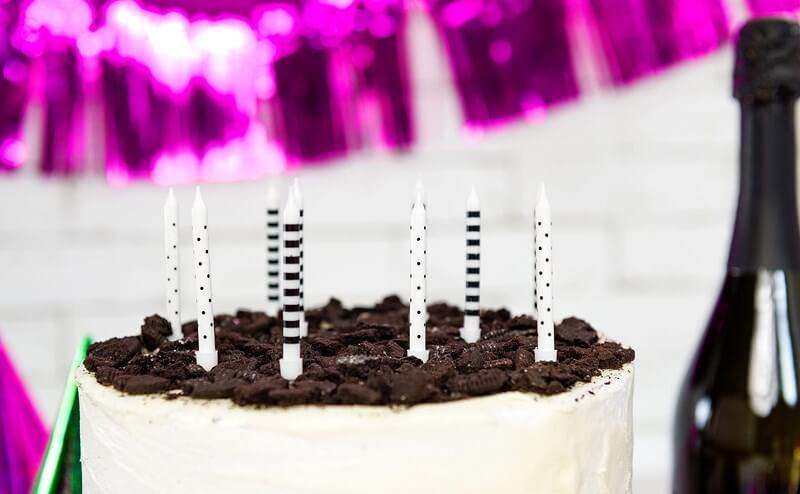 6 bougies anniversaire avec motifs blancs et noirs (6cm)