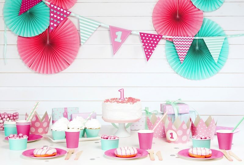 Guirlande en papier rose anniversaire 1 an