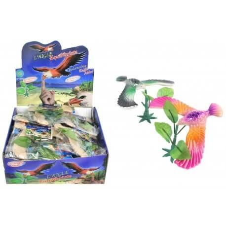 Oiseau sur socle multicolore