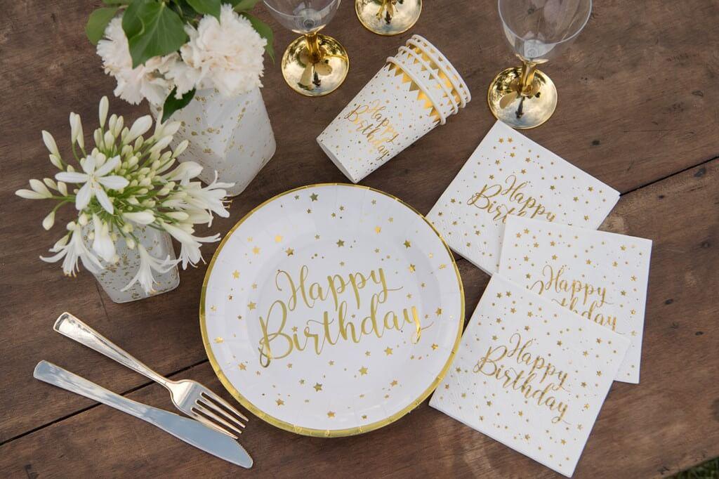 Serviette Happy Birthday Blanc/Or (lot de 20)